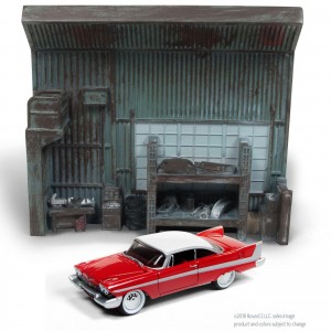 Diorama - 1:64 - Darnell's Garage e Christine 1958 Plymouth Fury - Silver Screen - Johnny Lightning